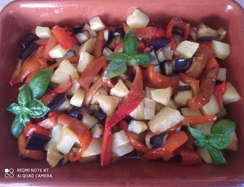 Patate peperoni e melanzane cotte in padella
