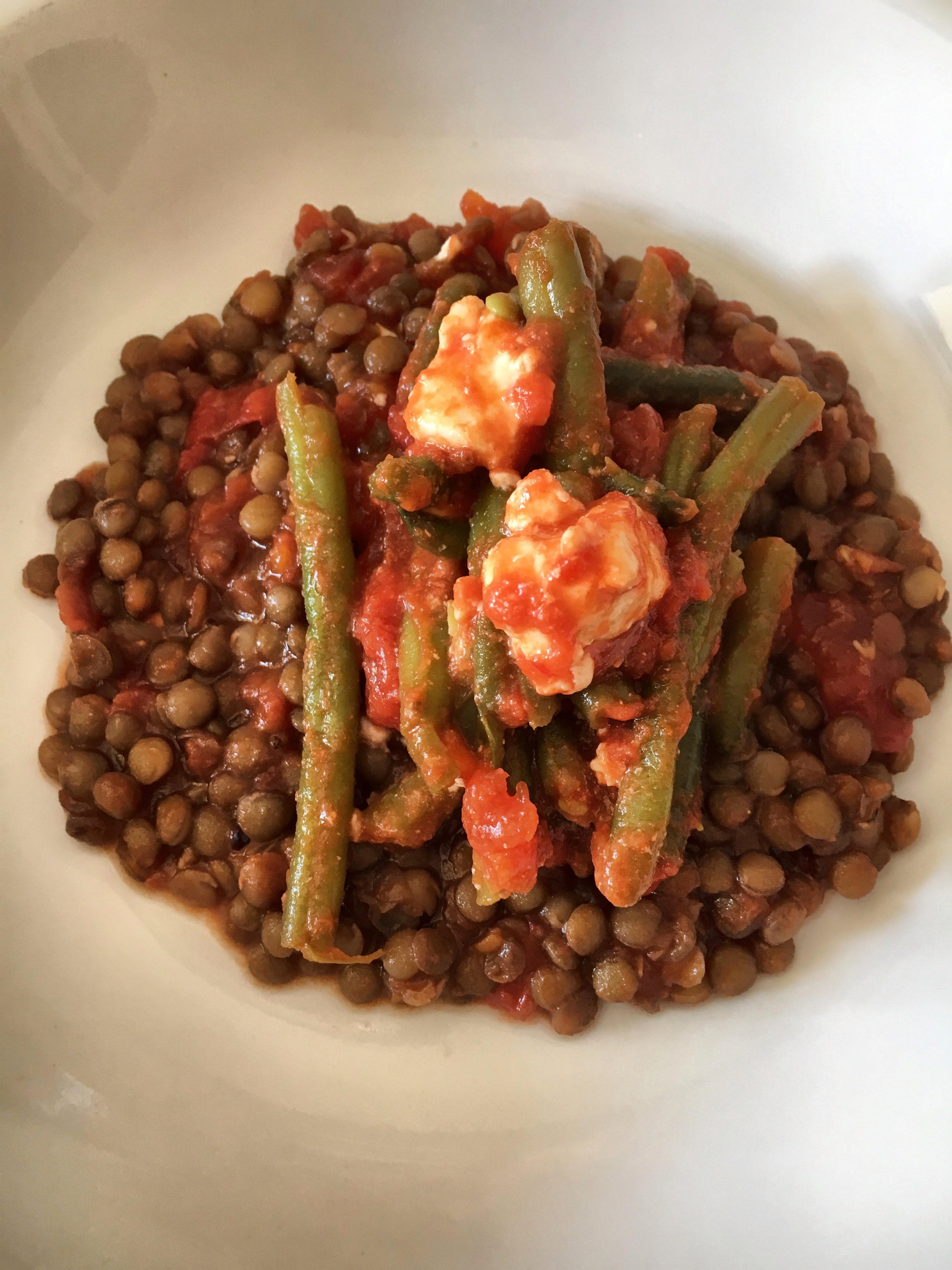 Lenticchie rosse con fagiolini e feta - Ricetta vegetariana