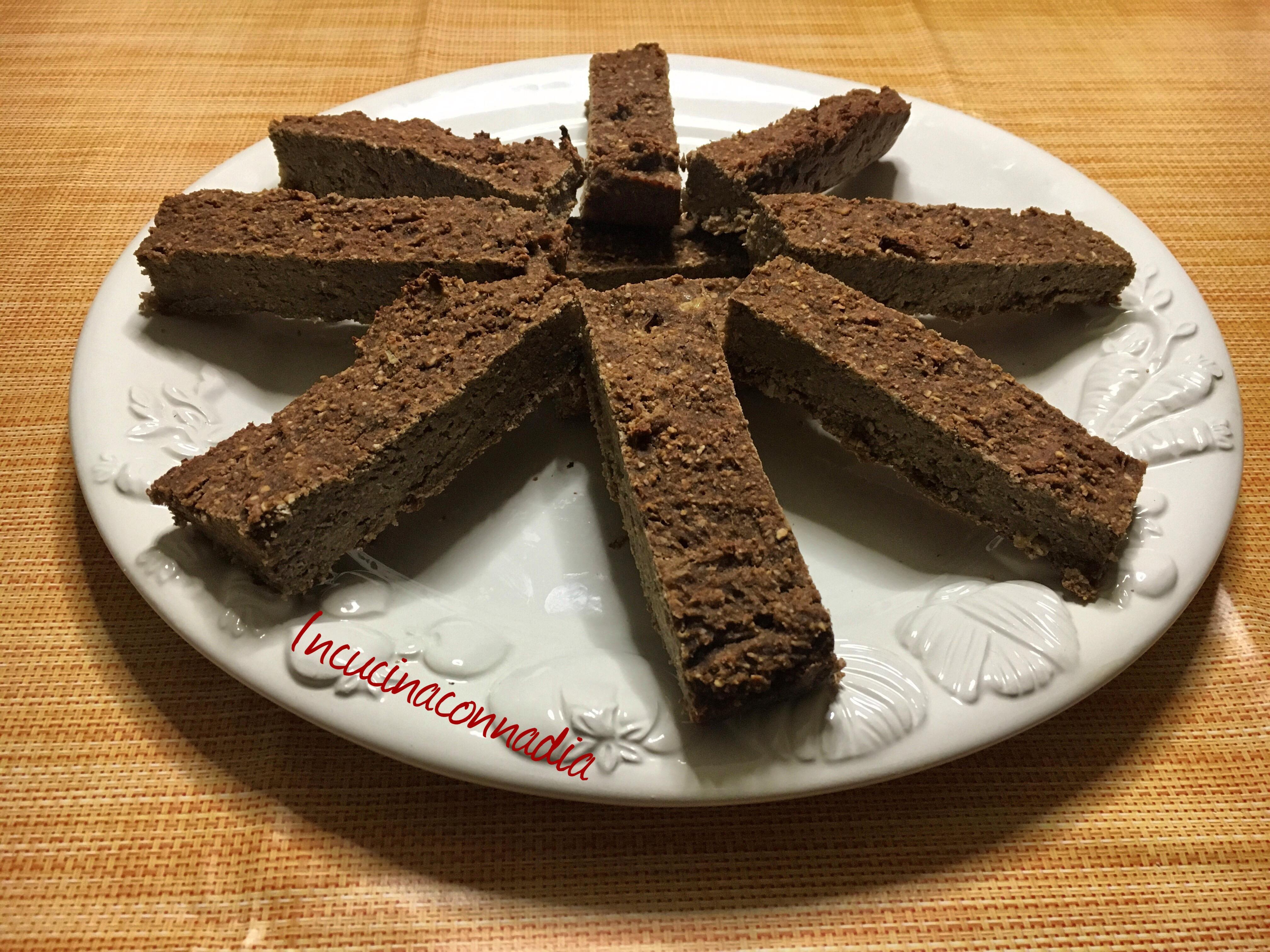 barrette proteiche alla banana cioccolato e cocco fatte in casa