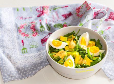 Insalata con rucola, asparagi e avocado