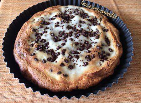 Torta morbida con ripieno di ricotta e gocce di cioccolato