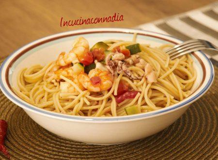 Spaghetti con mazzancolle, polpo, zucchine e pomodorini