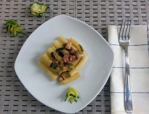 Tortiglioni con pancetta affumicata e zucchine
