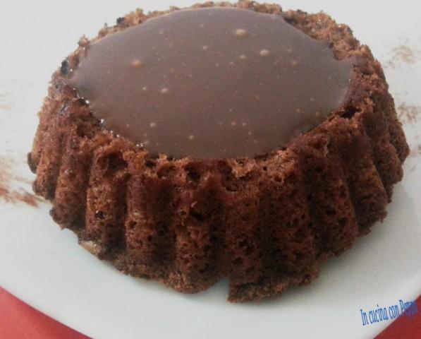 mini torte con glassa al cioccolato