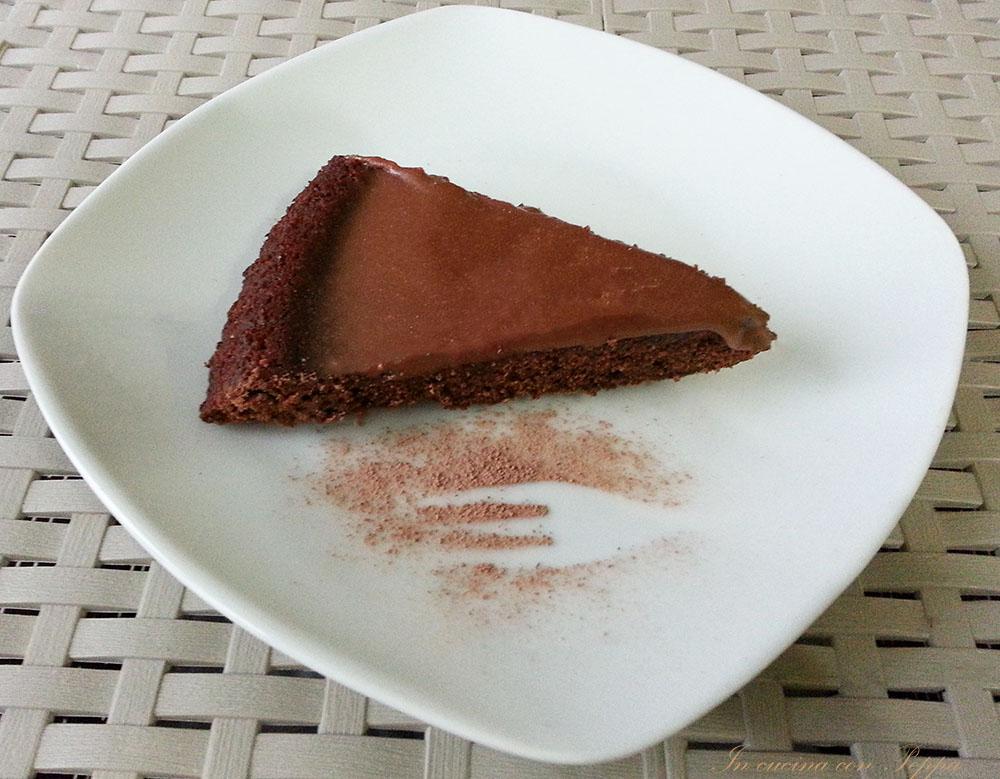 Torta morbida con glassa al cioccolato lindt