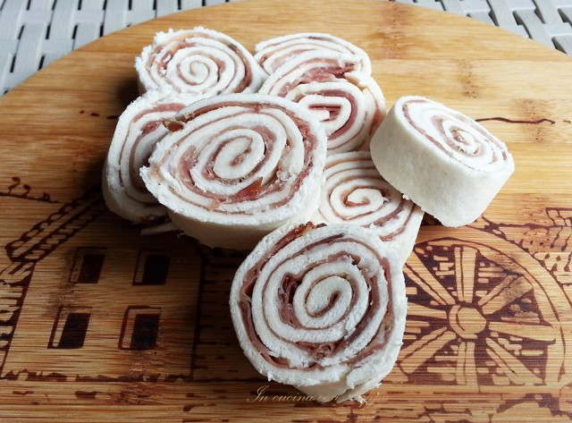 girelle di pane morbido con speck