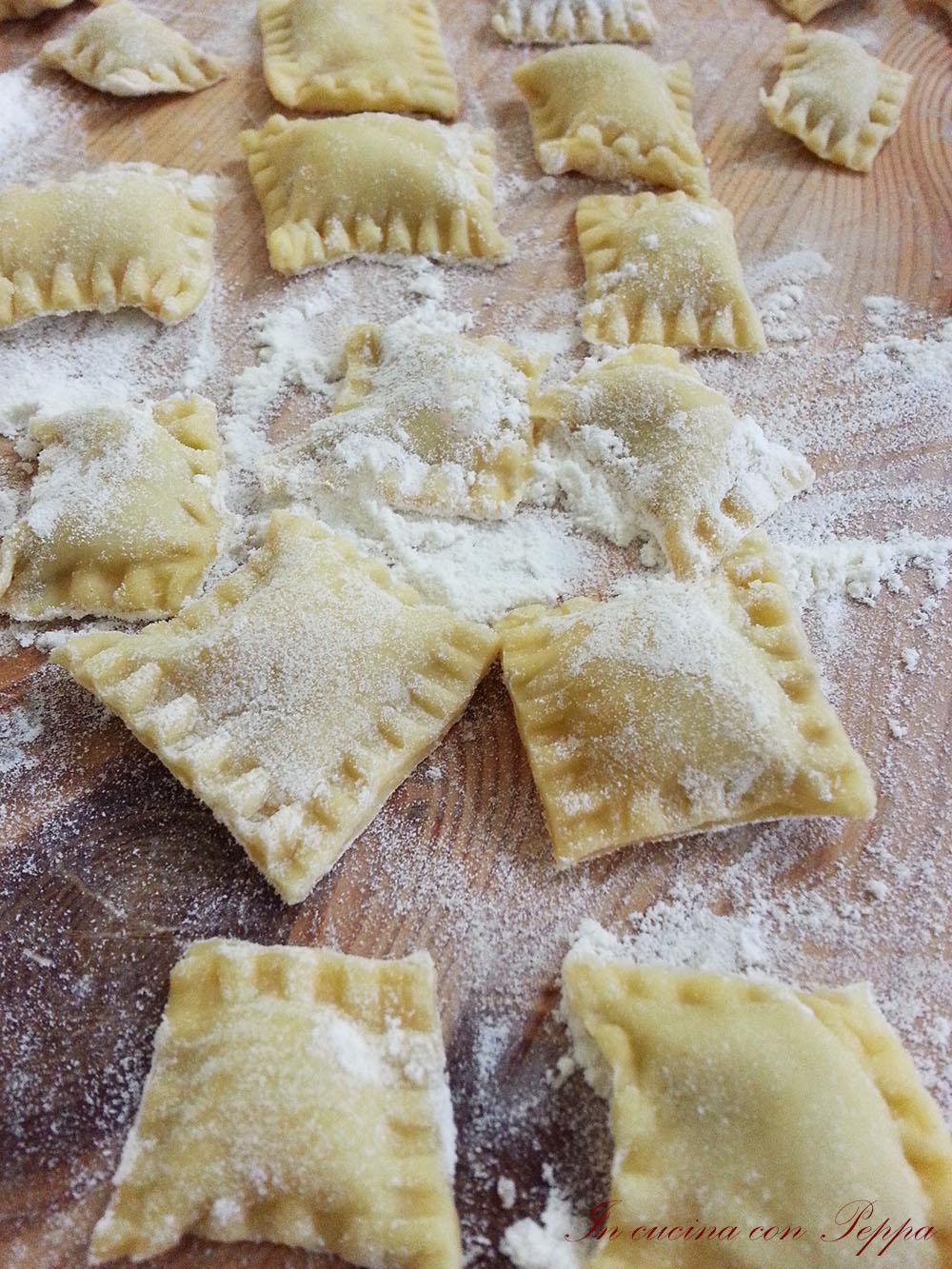 Ravioli bimby con ripieno di prosciutto e funghi in - Macchina per cucinare bimby ...