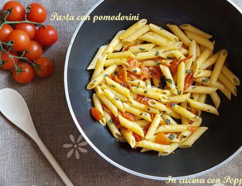 Pasta con pomodorini freschi – semplice e saporita