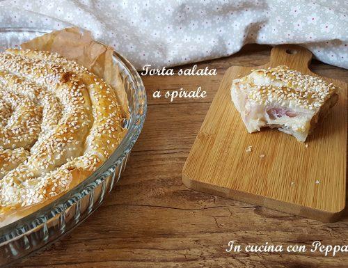 Torta salata a spirale con speck e scamorza