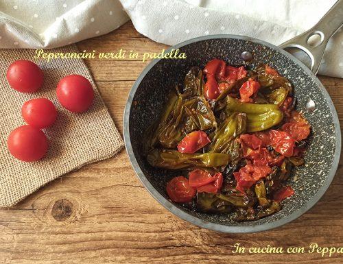 Peperoncini verdi (o friggitelli) in padella  fritti