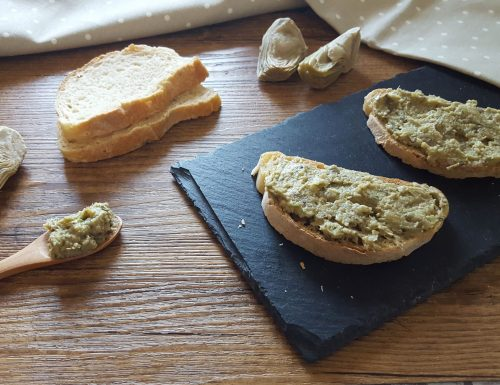 Crostini o bruschette con crema di carciofi