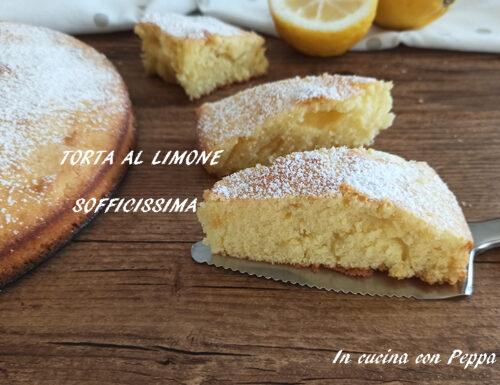 Torta al limone sofficissima, deliziosa e profumata