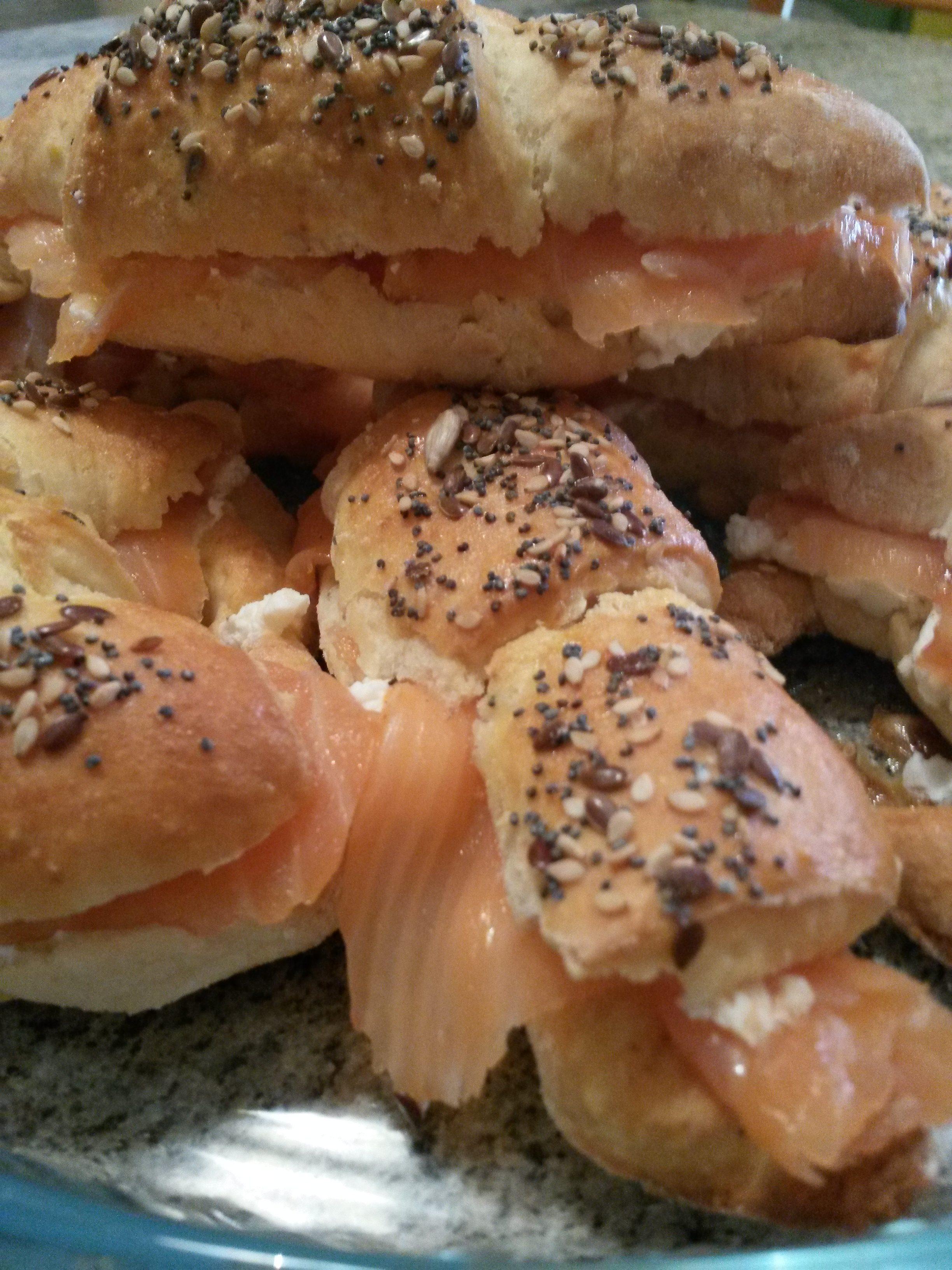 Brioches salata salmone e caprino