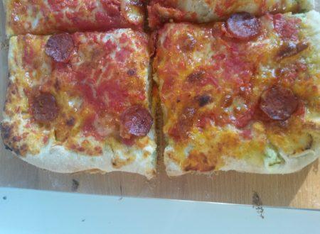 Pizza coi bordi ripieni