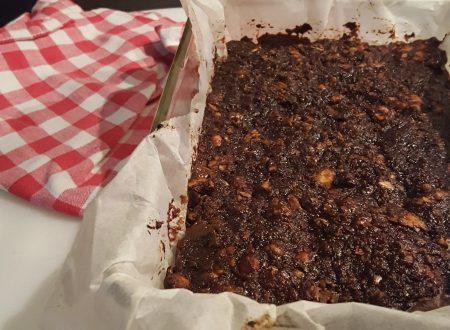 Torta di pane con frutta secca e cioccolato