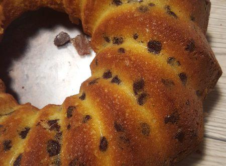 Bundtcake aromatizzata alla vaniglia con gocce di cioccolato