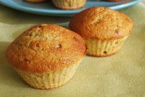 Muffin con farina d'avena con banane e noci