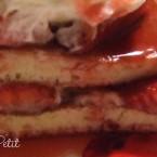 Fantastici….PANCAKES con fragole caramellate & panna!!!!!