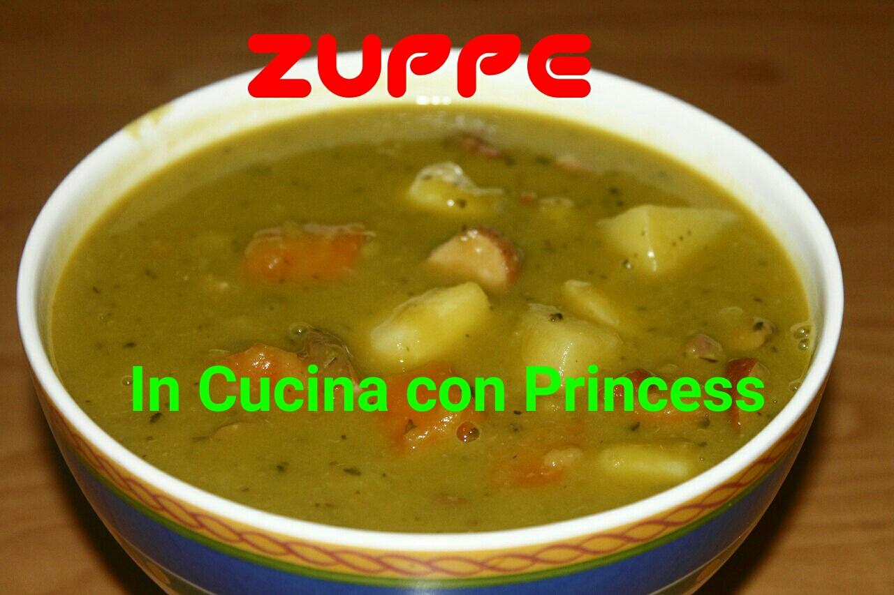 Zuppa di noodles e verdure con salmone in crosta di semi di lino