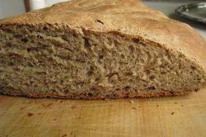 Pane integrale ai semi di sesamo e girasole con lievito madre