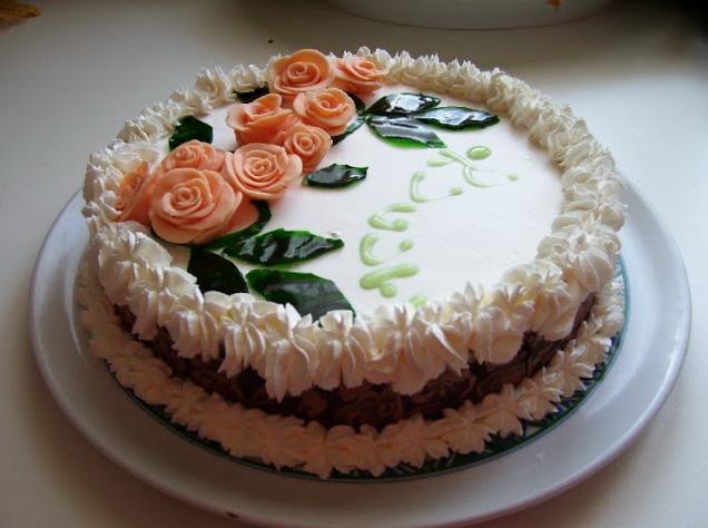 Torta Allo Zabaione Montato Decorata Con Rose In