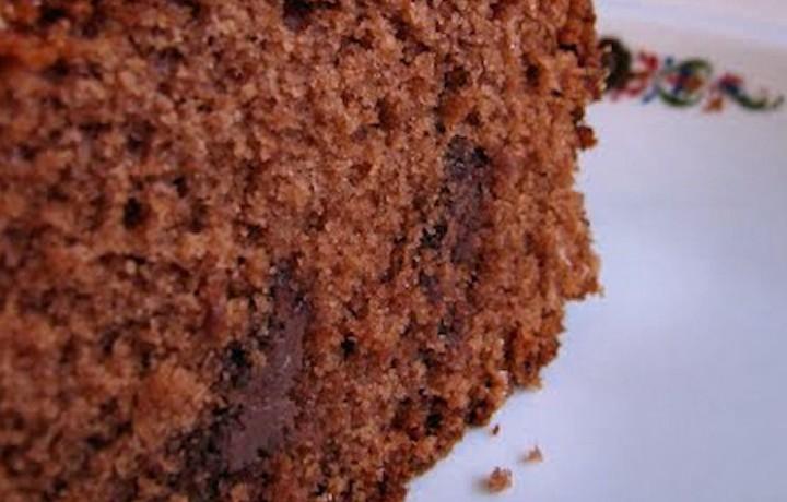Torta al cioccolato farcita con crema alle nocciole, ricetta dolce