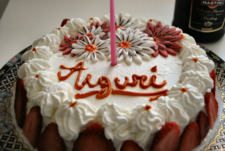 Dolce di compleanno alle fragole