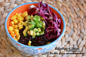 Insalata di riso venere con verdure