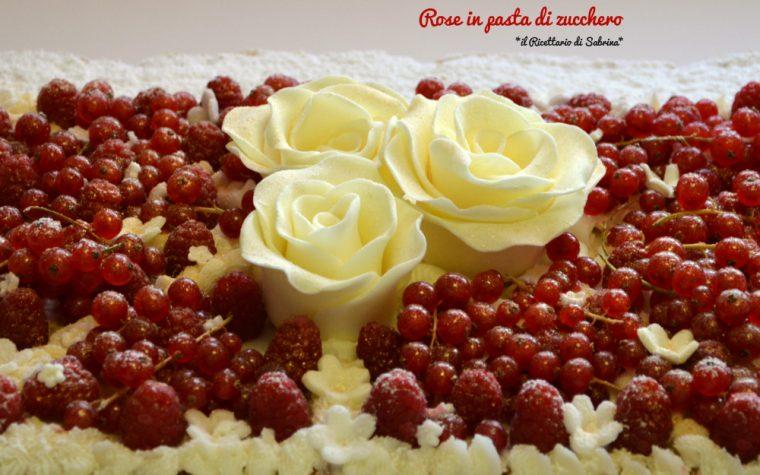 Millefoglie decorata con Rose e ribes