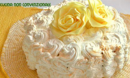 Torta con crema all'ananas
