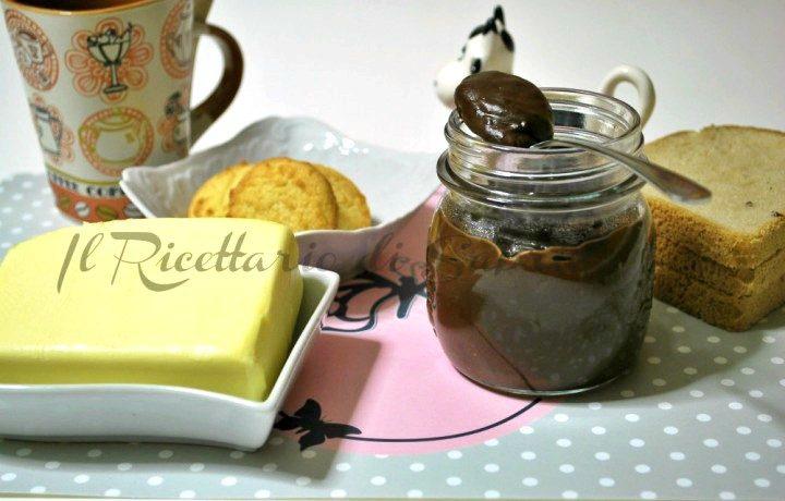 Crema spalmabile al cioccolato e nocciola