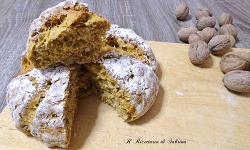 Pane con zucca e noci