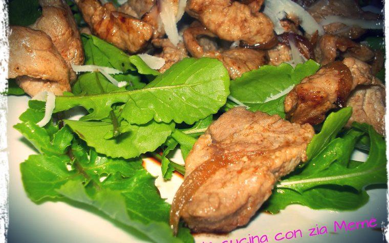Bocconcini di carne con rucola e aceto balsamico