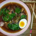 Pak choi - zuppa con champignon e manzo
