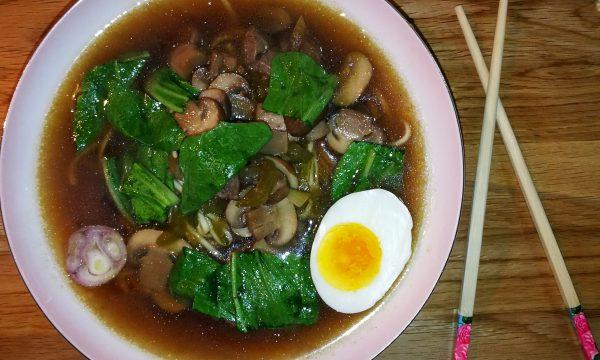 Pak choi – zuppa con champignon e manzo