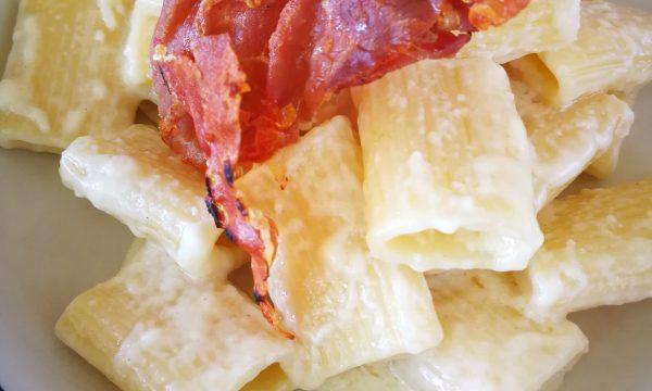 Ispirazione friulana – pasta con fonduta di latteria e San Daniele croccante