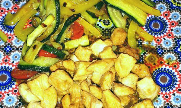 Spadellata di verdure con pollo alla soia
