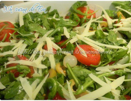 Insalatina rucola pomodori cipolline olive e grana
