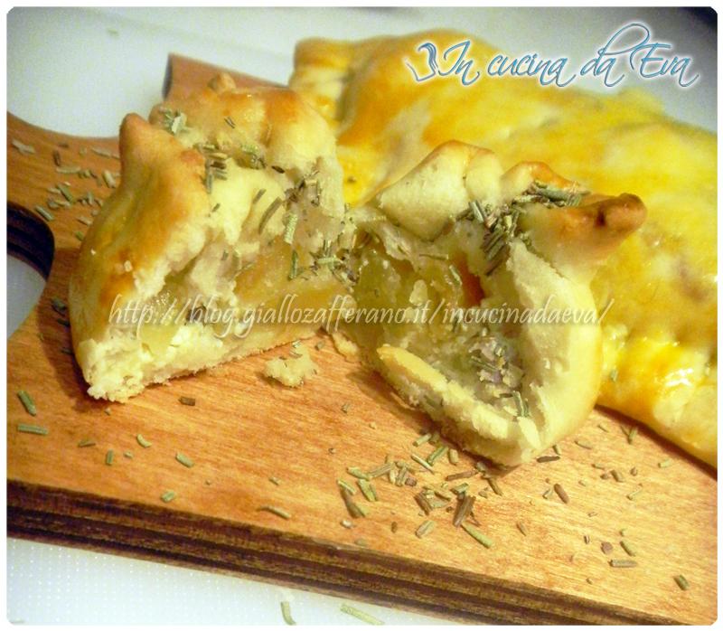Calzone rustico salsiccia patate e ricotta