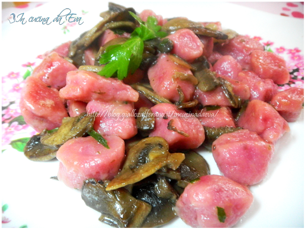 Gnocchi rosa patate e rape rosse