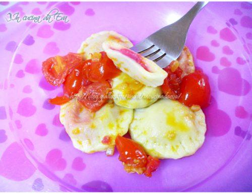 Ravioli ripieni patate e rapa rossa