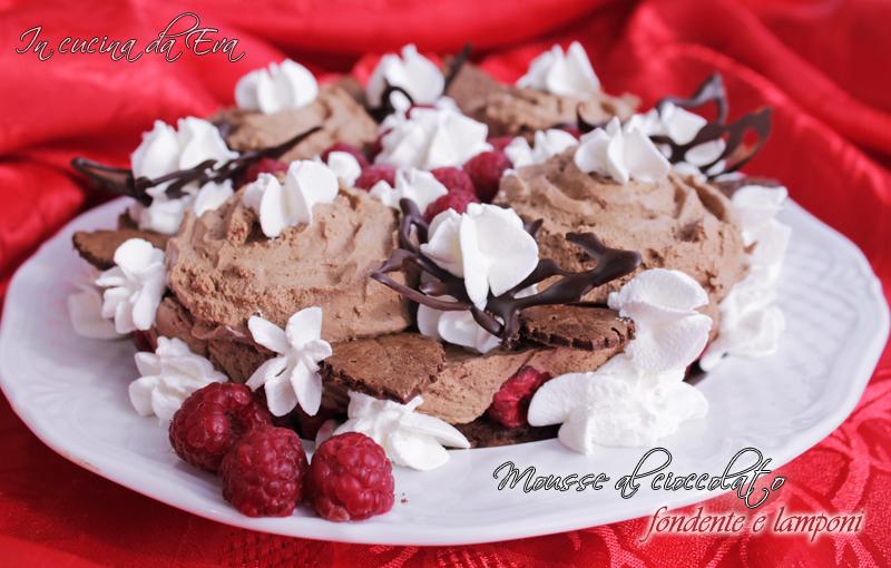 Mousse al cioccolato fondente e lamponi