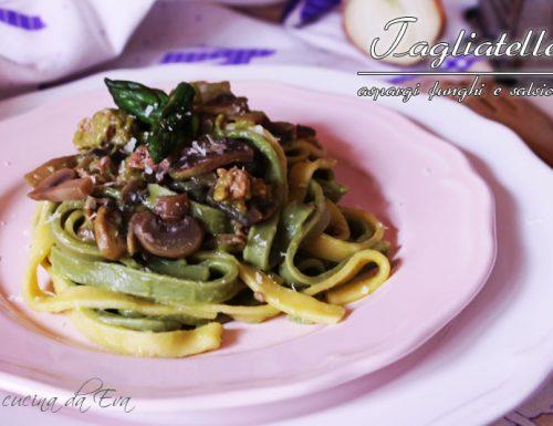 Tagliatelle asparagi funghi salsiccia