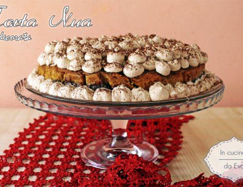 Torta nua decorata