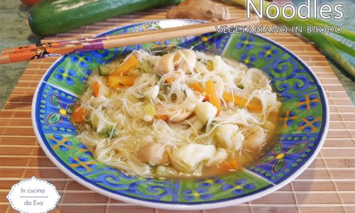 Noodles vegetariano in brodo