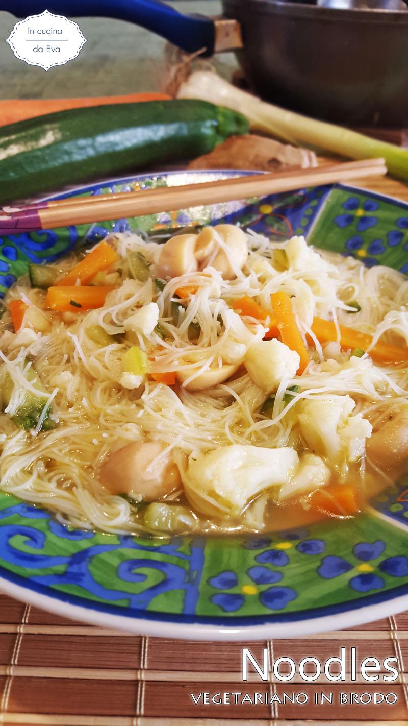 Noodles vegetariano in brodo