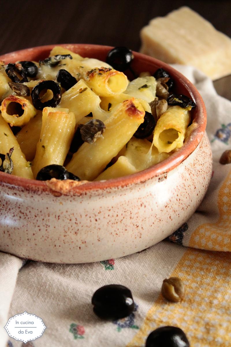 Pasta al forno olive capperi e caciotta