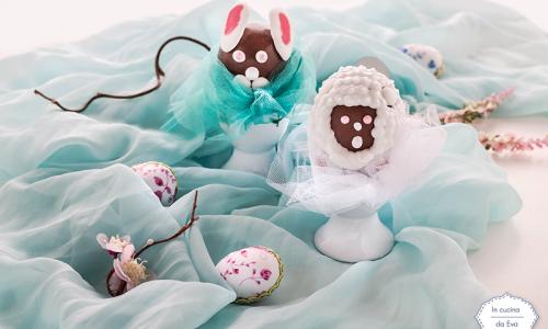 Ovetti di cioccolato decorati con ghiaccia
