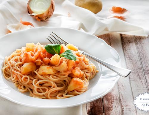 Spaghetti con patate al sugo
