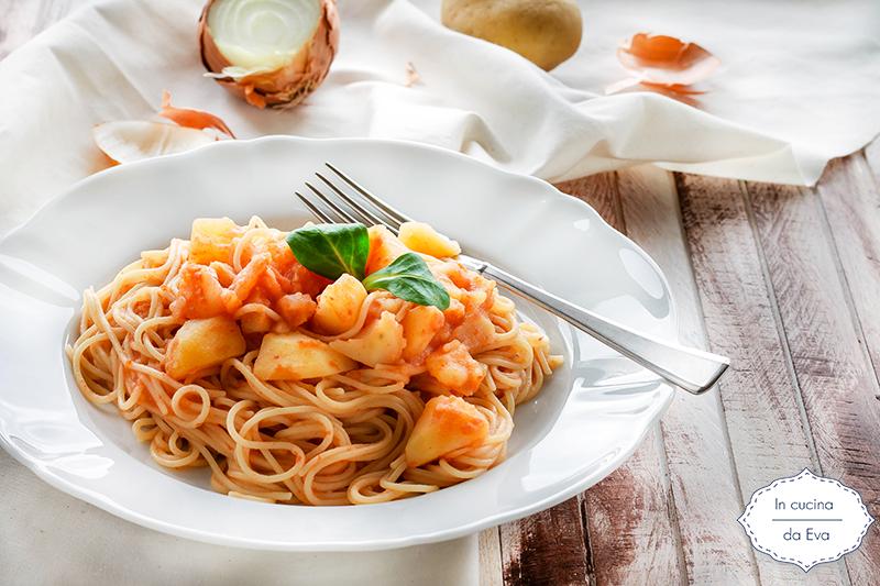 Spaghetti-con-patate-al-sugo